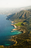 Lucht mening van Mediterrane kustlijn Stock Fotografie