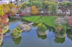 Lucht mening van mens gemaakt eiland in de herfst Stock Fotografie