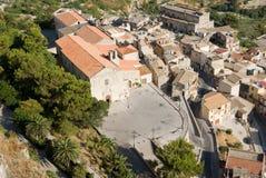 Lucht mening van oud dorp Calatabellotta royalty-vrije stock afbeeldingen