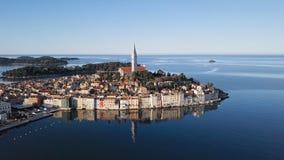 Lucht mening van Rovinj, Kroatië stock videobeelden