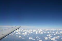 Lucht mening van vleugel van een vliegtuig Royalty-vrije Stock Afbeeldingen