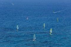 Lucht mening van windsurfers op het overzees Stock Afbeelding