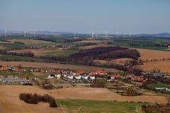 Lucht mening van windturbines op horizon Stock Afbeelding