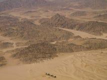 Lucht Mening van woestijn en bergen Stock Foto's