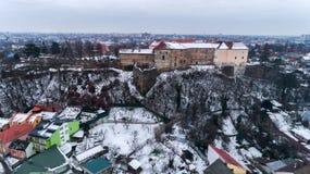 Lucht mooi bekijkt onverbiddelijk op Uzhhorod-Kasteel in de winter royalty-vrije stock afbeeldingen
