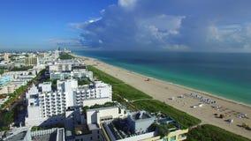 Lucht panoramisch van het Strand van Miami stock footage