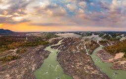 Lucht panoramische 4000 eilandenmekong Rivier in Laos, zonsondergang dramatische hemel, Li Phi-watervallen, beroemde reisbestemmi stock foto