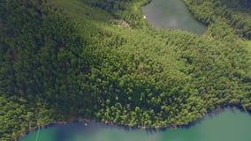 Lucht Photography Hemels landschap van het landschap met een bergmeer in Siberië dichtbij Meer Baikal Warm meer van Snezhna stock videobeelden