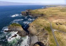 Lucht van de de meningslijn van het vogelsoog Hoofd het Schiereilandlandschap, langs de wilde Atlantische manier in het Westen Cl stock foto's