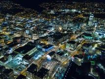 Lucht, Verlichte Straten bij Nacht, Stedelijk Milieu Stock Afbeeldingen