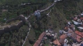 Lucht Videokabelbaan in Tbilisi stock footage