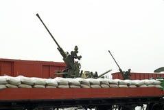Luchtafweerinstallaties op spoorwegplatforms stock fotografie