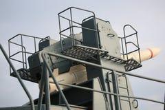 Luchtafweerraketsysteem URAGAN met de grond-lucht close-up van raketsam 9М38 Achter en juiste mening royalty-vrije stock foto's