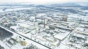 Luchtbaanmening van chemische de industrieinstallatie stock videobeelden