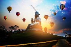 Luchtballonnen die over de tempel van hyuapla kang vliegen Royalty-vrije Stock Foto