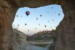 Luchtballons boven de bergen Royalty-vrije Stock Afbeelding