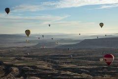 Luchtballons boven de vallei Royalty-vrije Stock Afbeeldingen