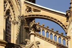 Luchtboog bij een neogotische kerk Stock Foto