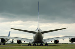 Luchtbus 380 die op start wacht stock fotografie
