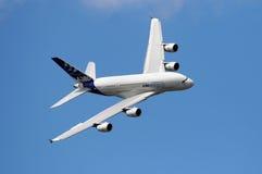 Luchtbus A380 in de hemel Stock Foto's