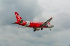 Luchtbus 320 die in Phuket landen Stock Foto's