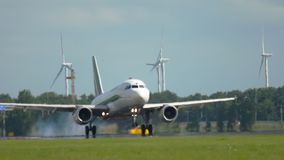 Luchtbus A319 het landen stock videobeelden