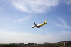 Luchtbus A320 214 Klaar voor het Landen Stock Afbeeldingen