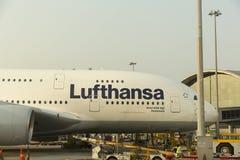 Luchtbus A380 in Lufthansa-vloot bij Hong Kong-luchthaven Royalty-vrije Stock Afbeeldingen