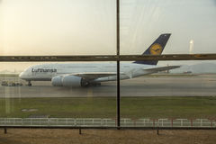 Luchtbus A380 in Lufthansa-vloot bij Hong Kong-luchthaven Royalty-vrije Stock Afbeelding