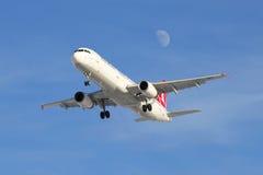 Luchtbus A321-231 (tc-JMH) Turkish Airlines op benadering van Pulkovo-luchthaven Stock Foto