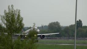 Luchtbus A320 van de luchtvaartlijnen van Aeroflot het landen stock video
