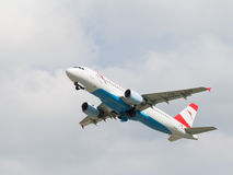 Luchtbus a-320-214 van passagiersvliegtuigen Austrian Airlines Royalty-vrije Stock Foto's