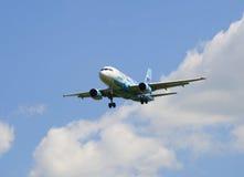 Luchtbus A319-111 vq-BAS van de luchtvaartlijn ` Rusland ` in de kleur van voetbalclub ` Zenit ` het landen Royalty-vrije Stock Foto's