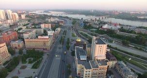 Luchtcityscape meningsgebouwen de stad in stock videobeelden
