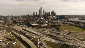 Luchtdallas texas downtown city skyline buildings-Wegen stock footage