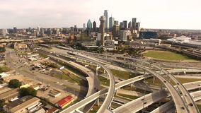 Luchtdallas texas downtown city skyline buildings-Wegen stock footage