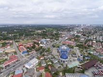 Luchtdiefoto - Sultan Ismail Petra Mosque in Kota Bharu, Kelantan, Maleisië wordt gevestigd stock afbeelding