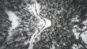 Luchtdiehommelbeeld van landschap in sneeuw wordt behandeld Stock Foto