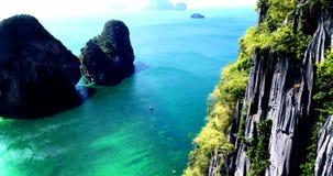 Luchtdiemening op Tropisch eilandstrand wordt geschoten in Thailand royalty-vrije stock afbeeldingen