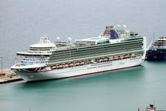 Luchtdiemening van cruises in de haven van Alicante worden gedokt Royalty-vrije Stock Afbeelding