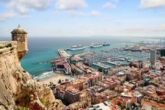 Luchtdiemening van cruises in de haven van Alicante worden gedokt Stock Foto