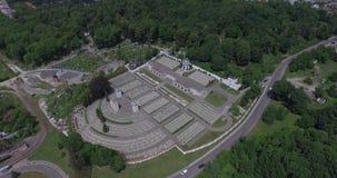 Luchtfilm van de Militaire Begraafplaats van Lychakiv van Poolse militairen in Lviv-stad stock videobeelden