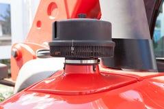 Luchtfilters op de tractor of het graafwerktuig Details van bouwmateriaal stock foto's