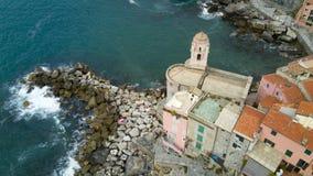 Luchtfoto die met hommel op Tellaro, beroemd Ligurian dorp dichtbij Cinqueterre schieten Royalty-vrije Stock Foto