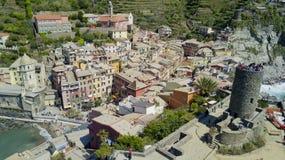 Luchtfoto die met hommel op Vernazza één van beroemde Cinqueterre schieten Royalty-vrije Stock Afbeeldingen