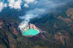 Luchtfoto van actieve vulkaan Ijen in Oost-Java stock foto