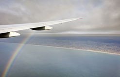 Luchtfoto van de het landschap en kust van Japan rond de baai die van Tokyo al manier uitrekken aan de horizon tijdens regenboog Stock Afbeeldingen