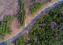 Luchtfoto van drie openluchtsportenfestival van het berg bospark Stock Afbeeldingen