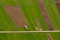 Luchtfoto van logboeken naast weg royalty-vrije stock foto's