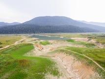 Luchtfoto van meerbed opdrogen wegens droogte royalty-vrije stock foto